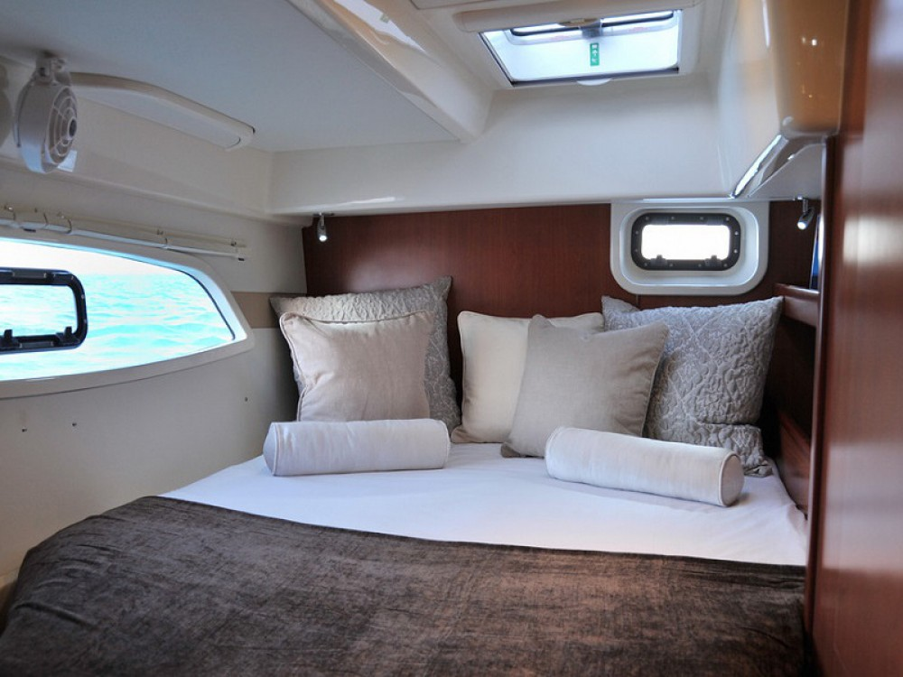 Rental Catamaran in Victoria - Leopard Sunsail 444