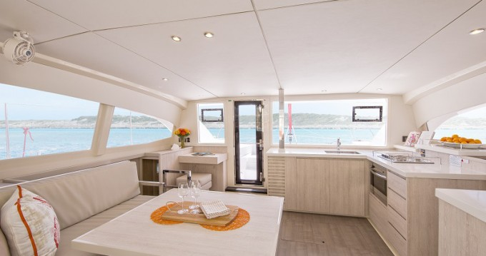 Boat rental Leopard Sunsail 404 in  on Samboat