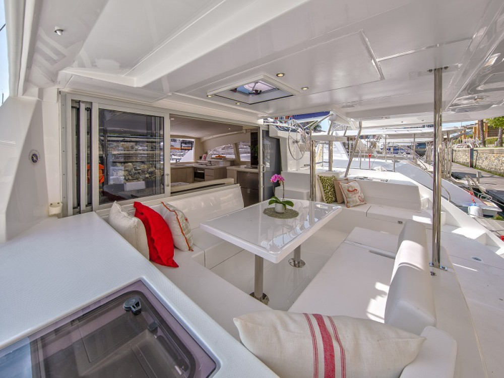 Leopard Sunsail 404 between personal and professional Zea Marina