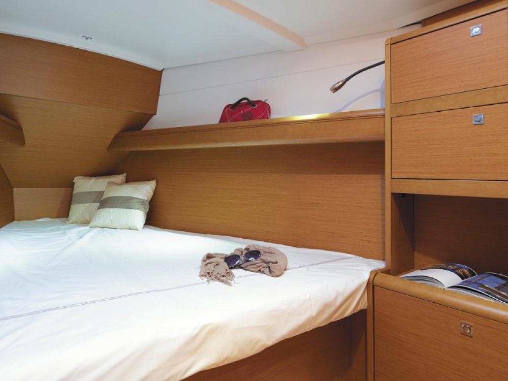 Rental yacht Komolac - Jeanneau Sunsail 38 on SamBoat