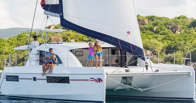 Hire Catamaran with or without skipper Leopard Îles Sous-le-Vent