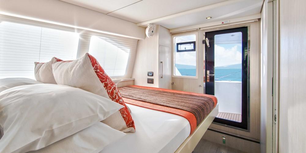 Rental Catamaran in Marina - Leopard Moorings 5800