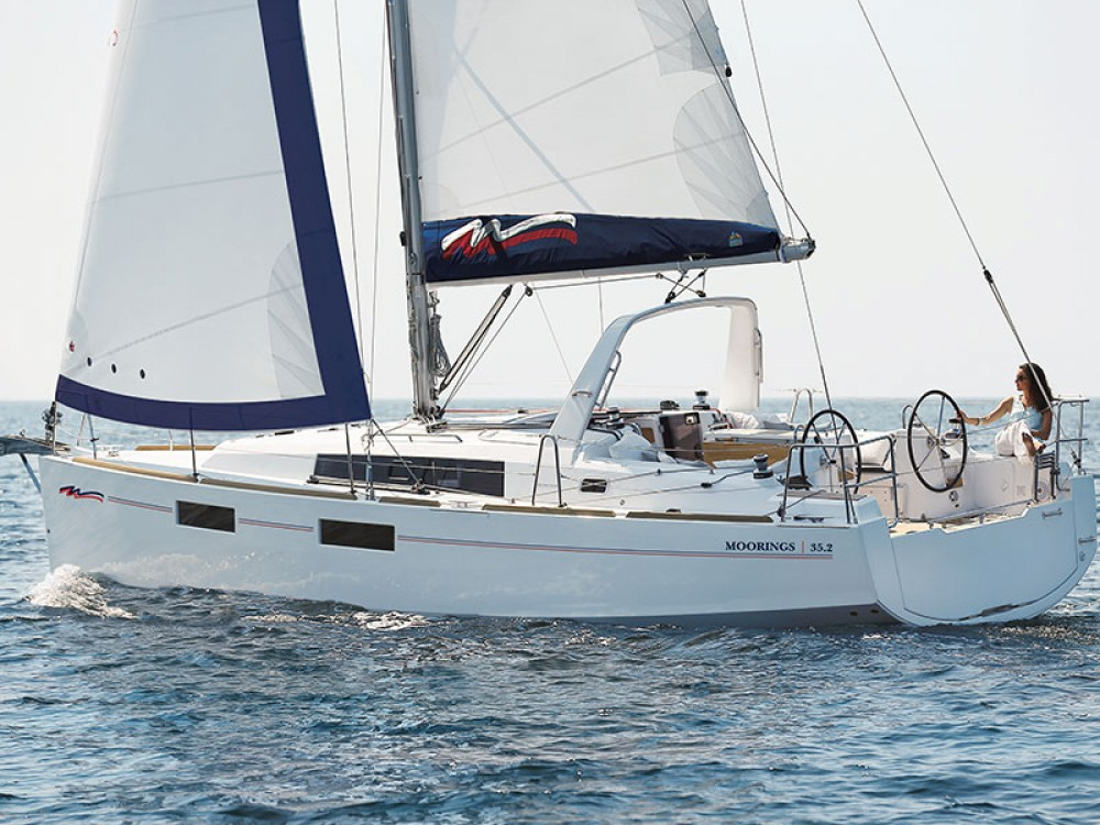 Rental Sailboat in Procida -  Moorings 352