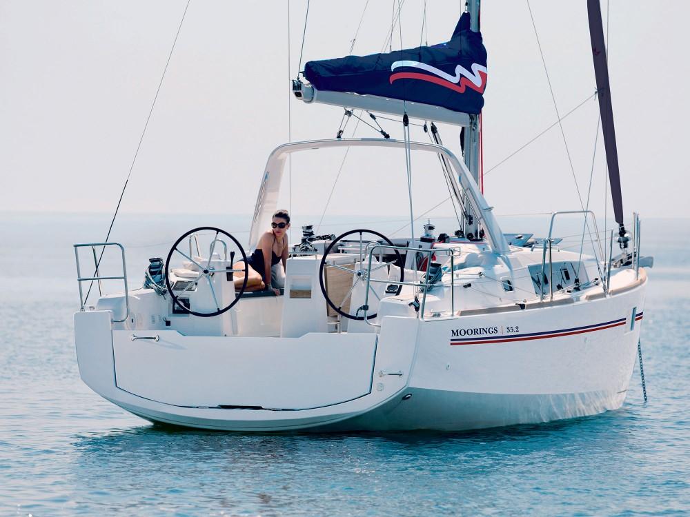 Rental yacht Procida -  Moorings 352 on SamBoat