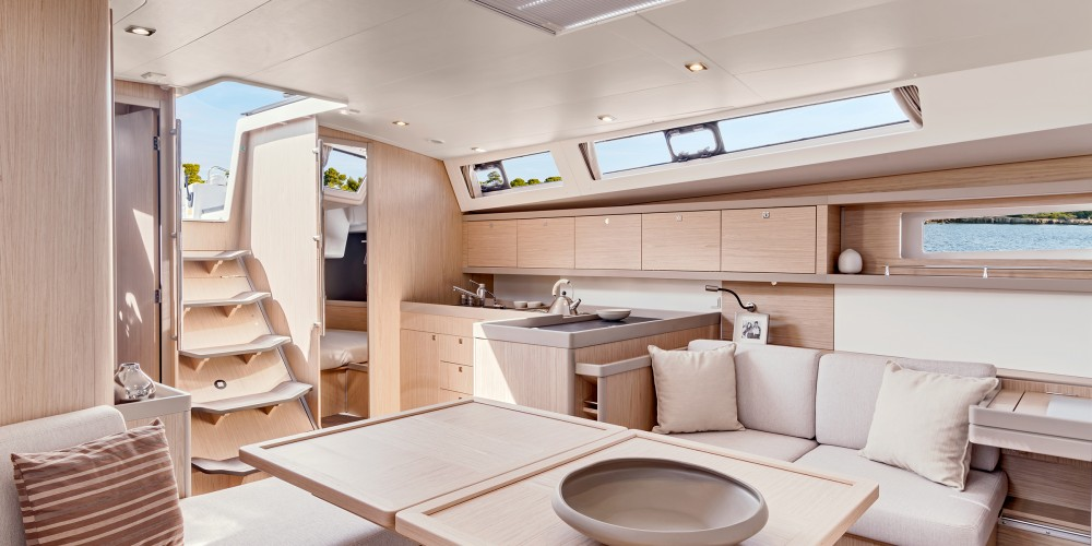 Rental yacht Marina Zeas - Bénéteau Moorings 45 on SamBoat