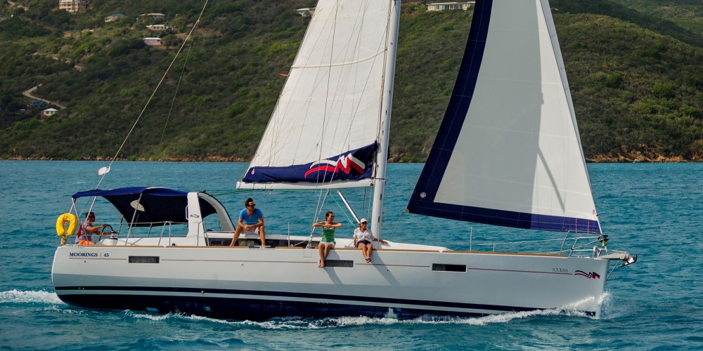 Sailboat for rent Marina Zeas at the best price
