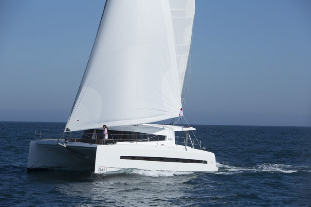 Rent a Catana Bali 4.5 Baie Sainte Anne