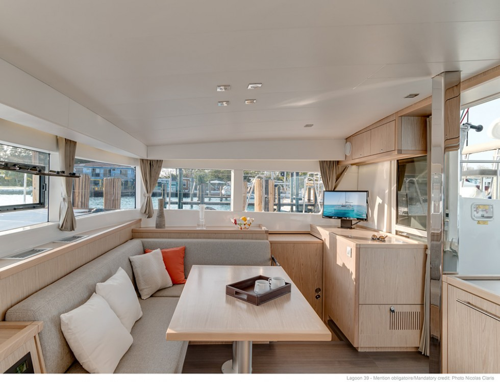 Rental Catamaran in Baie Sainte Anne - Lagoon Lagoon 39