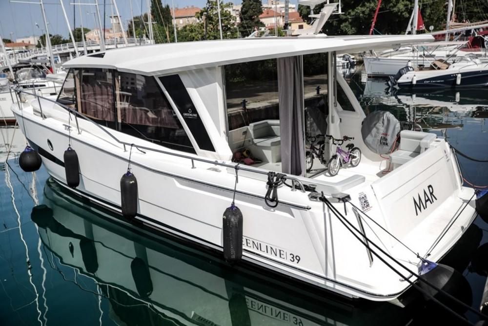 Boat rental Seaway Greenline 39 in Grad Zadar on Samboat