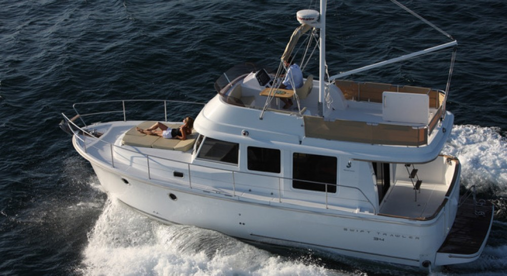 Hire Motor boat with or without skipper Bénéteau Zadar