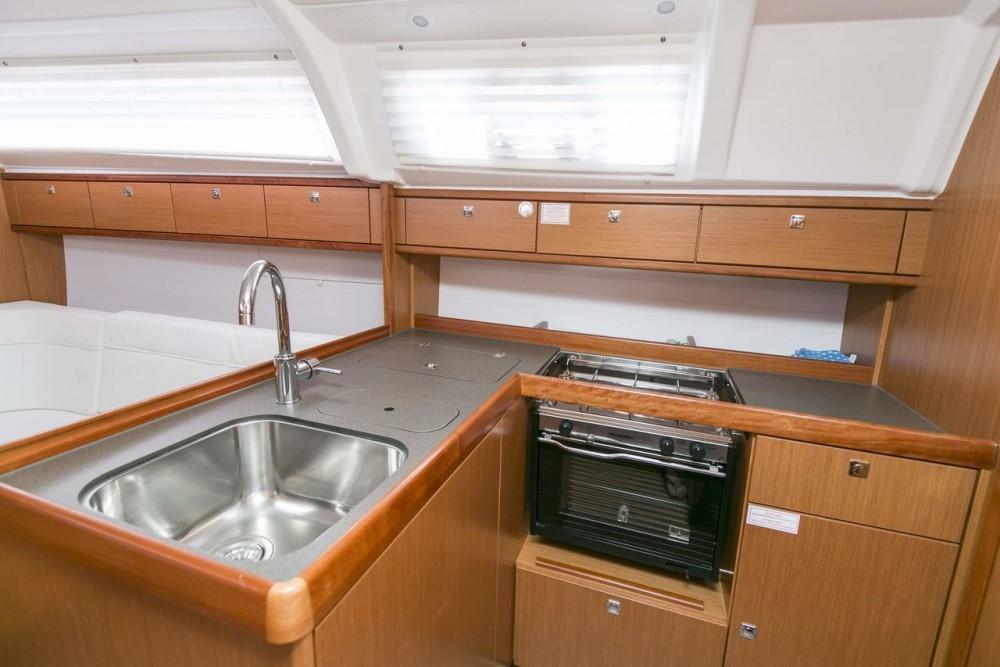 Boat rental Bavaria Bavaria Cruiser 37 - 3 cab. in Primorsko-Goranska Županija on Samboat
