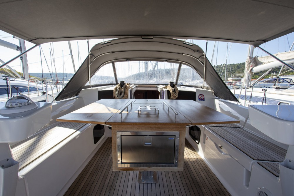 Dufour Dufour 520 GL between personal and professional