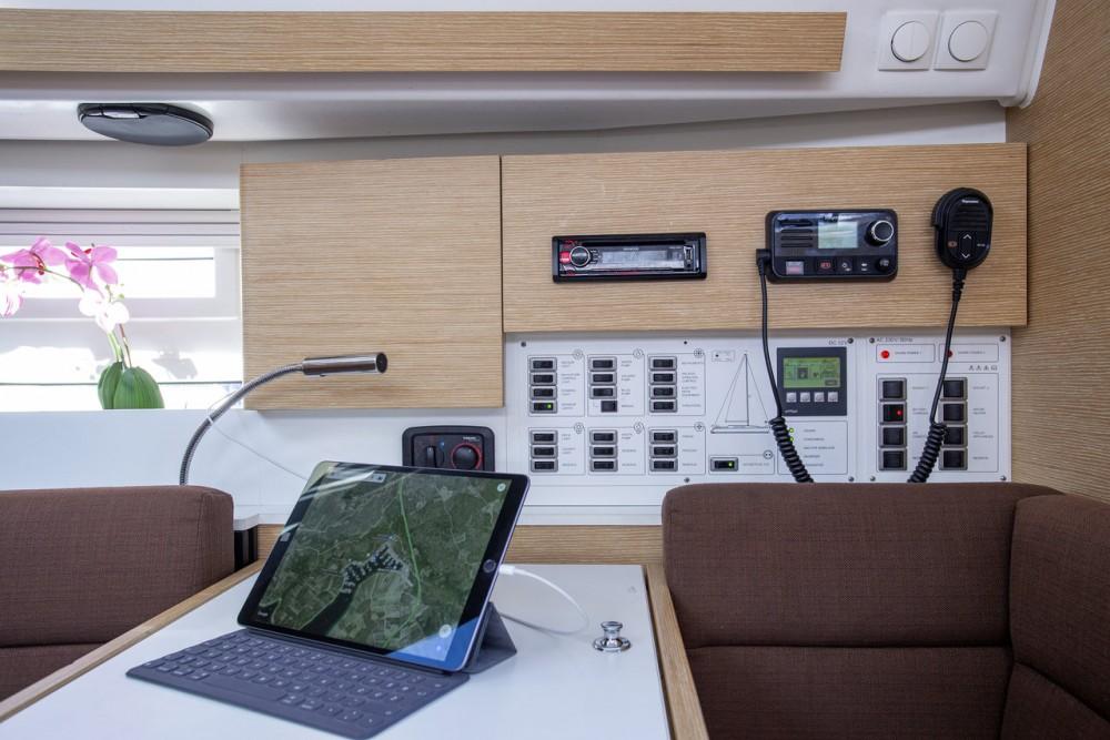 Boat rental Elan Elan Impression 40 in Primošten on Samboat