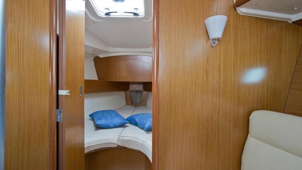 Boat rental Jeanneau Sun Odyssey 32i in Primorsko-Goranska Županija on Samboat