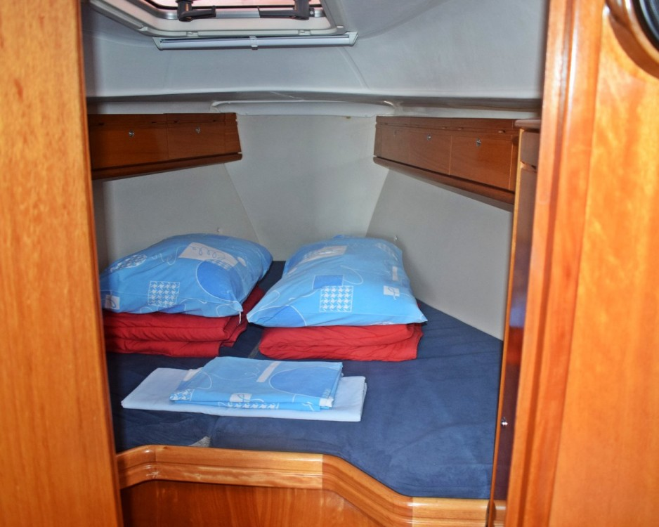 Rent a Bavaria Cruiser 33 Marina Kaštela