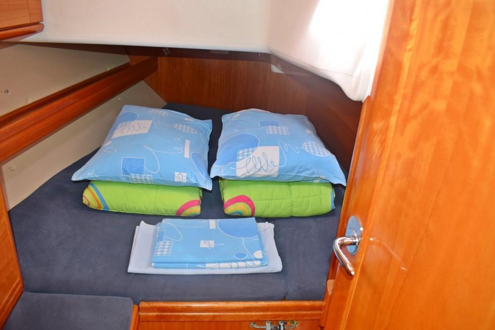 Rental Sailboat in Marina Kaštela - Bavaria Cruiser 39