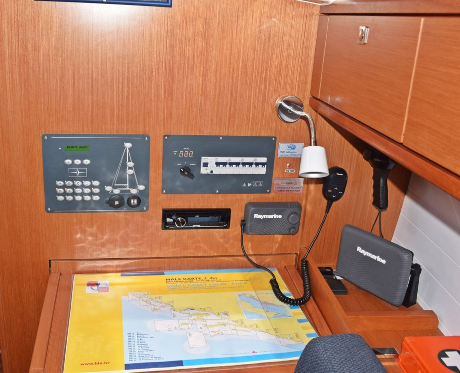 Rental yacht Marina Kaštela - Bavaria Cruiser 37 on SamBoat