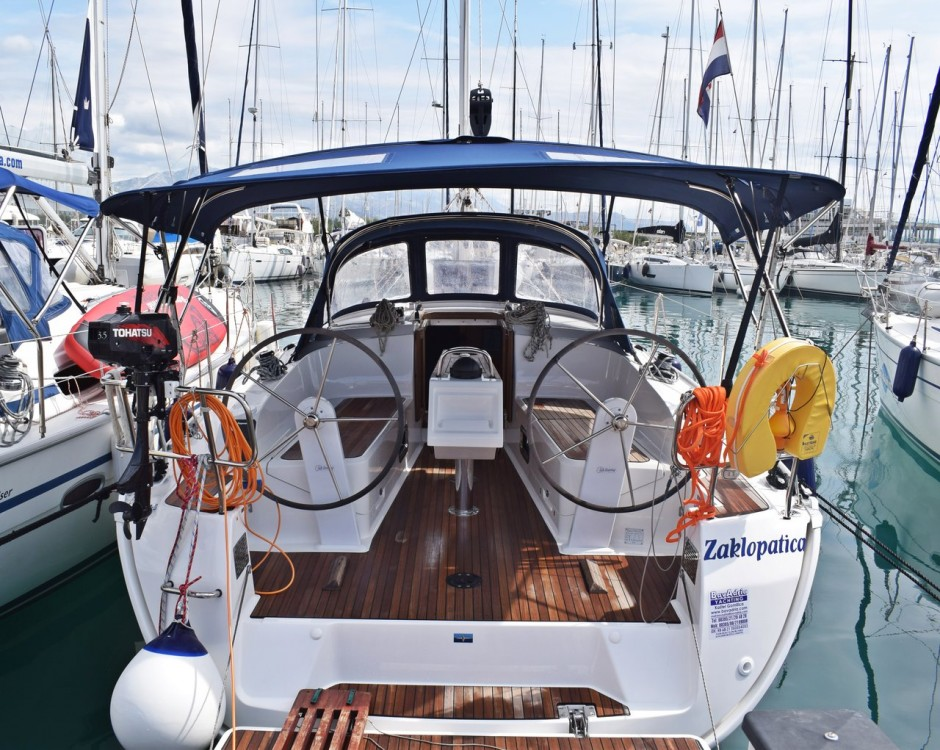 Rental yacht Marina Kaštela - Bavaria Cruiser 37 on SamBoat
