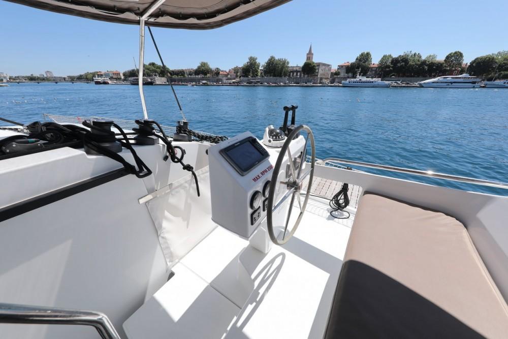 Rent a Fountaine Pajot Helia 44 Grad Zadar
