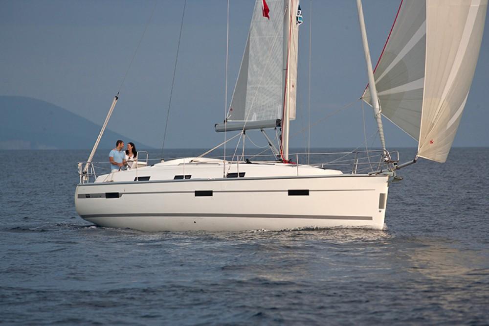 Boat rental Bavaria Bavaria Cruiser 36  in Croatia on Samboat