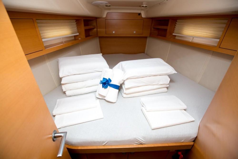 Boat rental  cheap Elan 450 Performance - 4 cab.