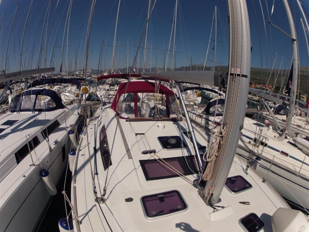 Rental Sailboat in Croatia - Bénéteau Oceanis 46