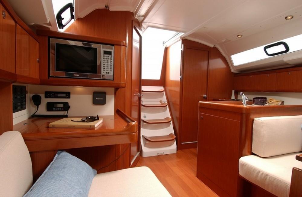 Rental yacht Lefkada - Bénéteau Oceanis 37 on SamBoat