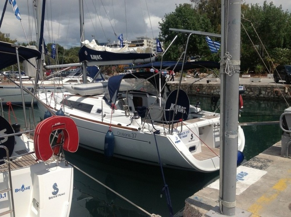 Bénéteau Oceanis 37 between personal and professional Lefkada