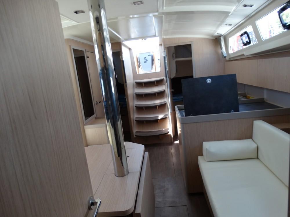 Boat rental Bénéteau Oceanis 41.1 in Peloponnese on Samboat