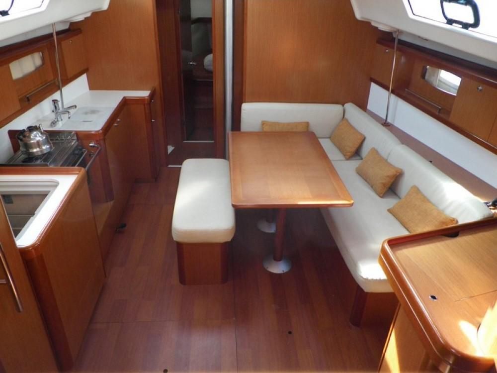 Rental Sailboat in Peloponnese - Bénéteau Oceanis 43
