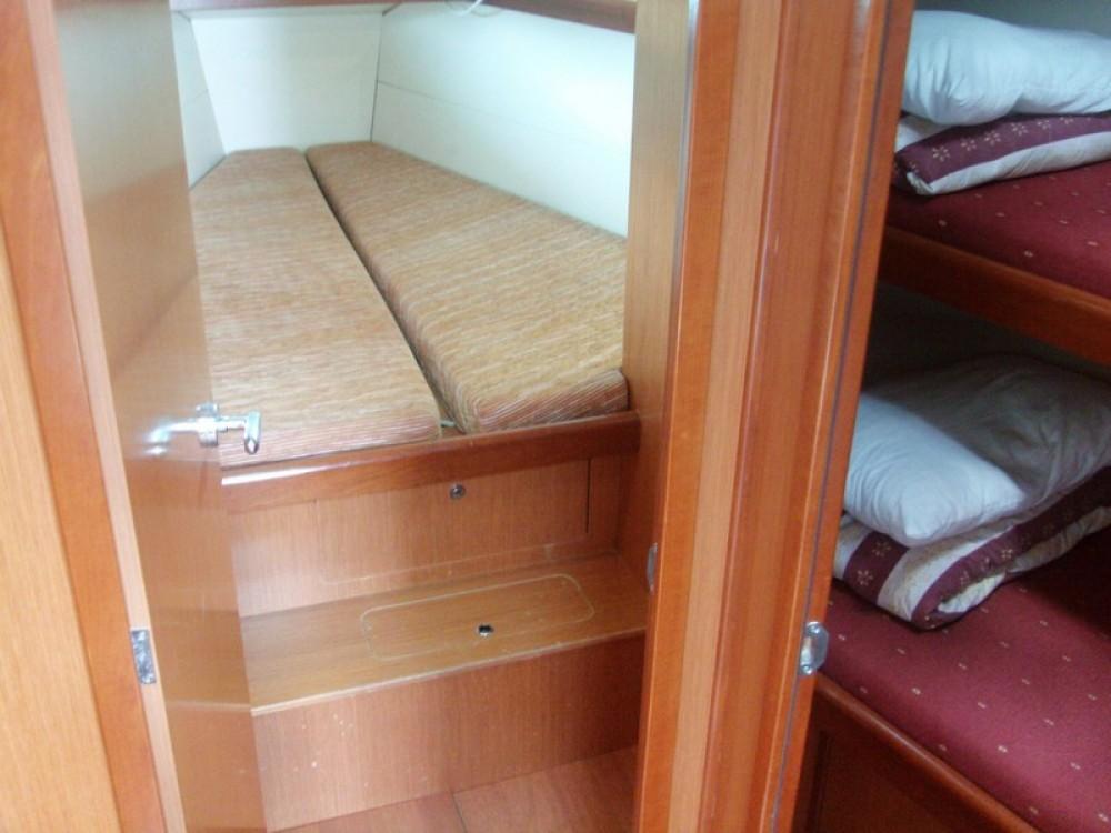 Boat rental Bénéteau Oceanis 43 in Peloponnese on Samboat