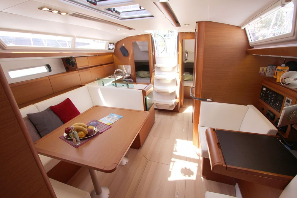 Jeanneau Sun Odyssey 419 between personal and professional Peloponnese