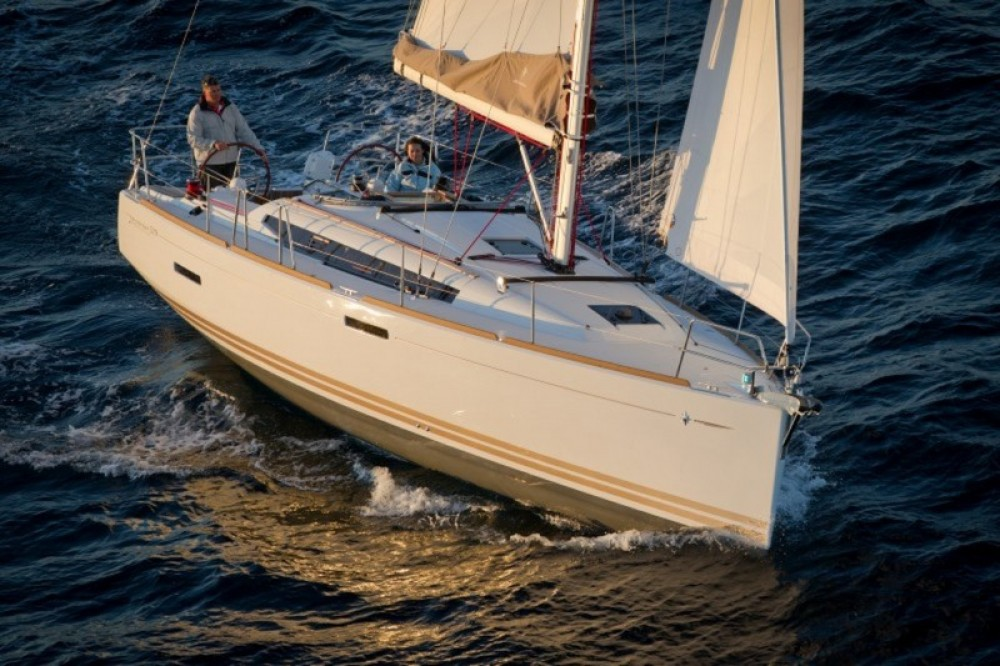 Jeanneau Sun Odyssey 379 between personal and professional Peloponnese