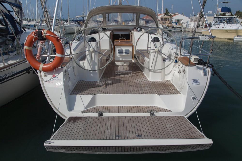 Boat rental Bavaria R40 in Murter on Samboat