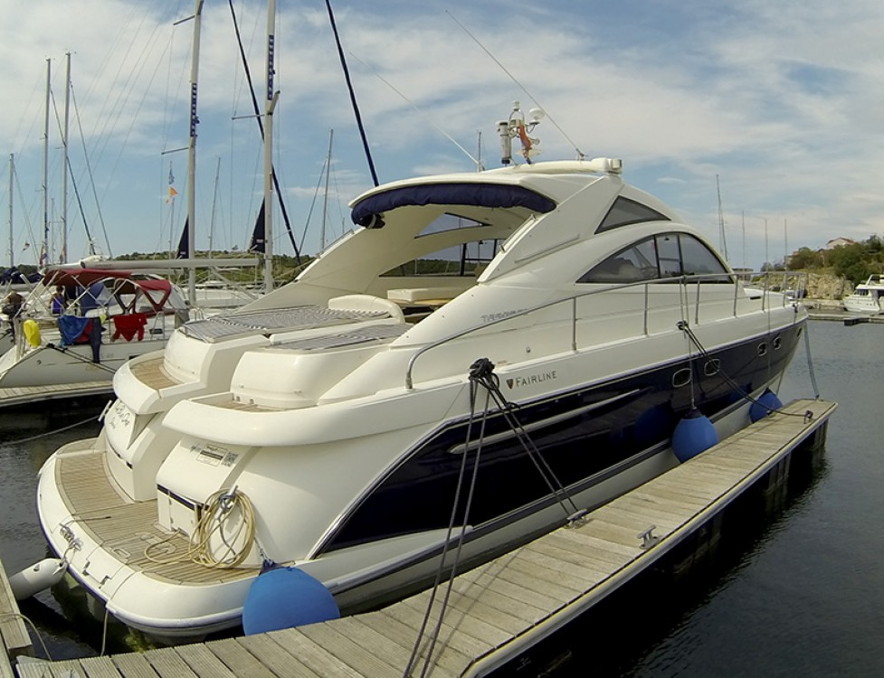Rental Motorboat Fairline-Boats with a permit