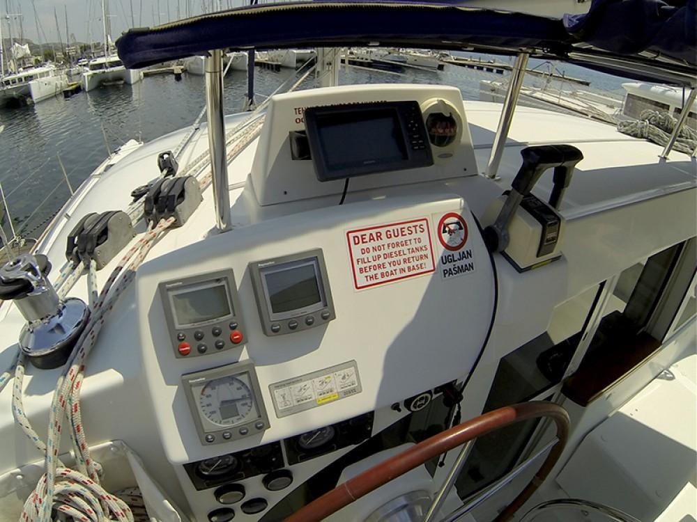 Boat rental Šibenik cheap Lagoon 380 S2