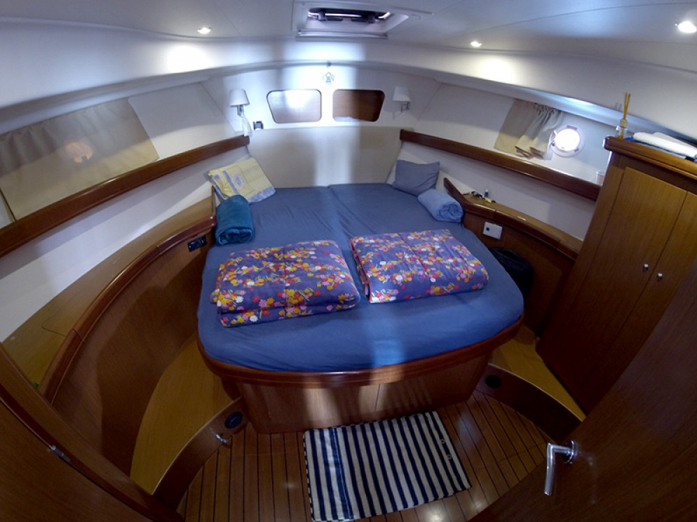 Rent a Bénéteau Swift Trawler 42 Šibenik