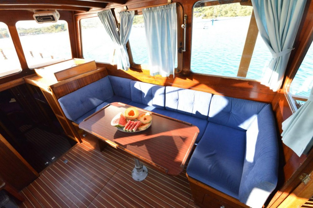 Rental Motor boat Custom Made with a permit
