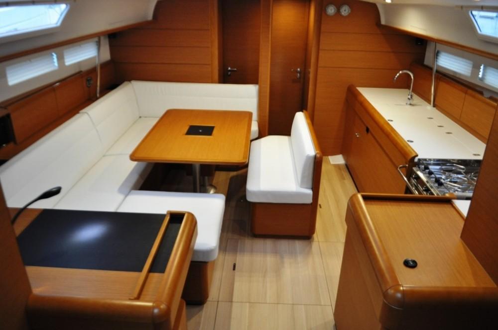 Boat rental Jeanneau Sun Odyssey 519 - 5 + 1 cab. in Peloponnese on Samboat