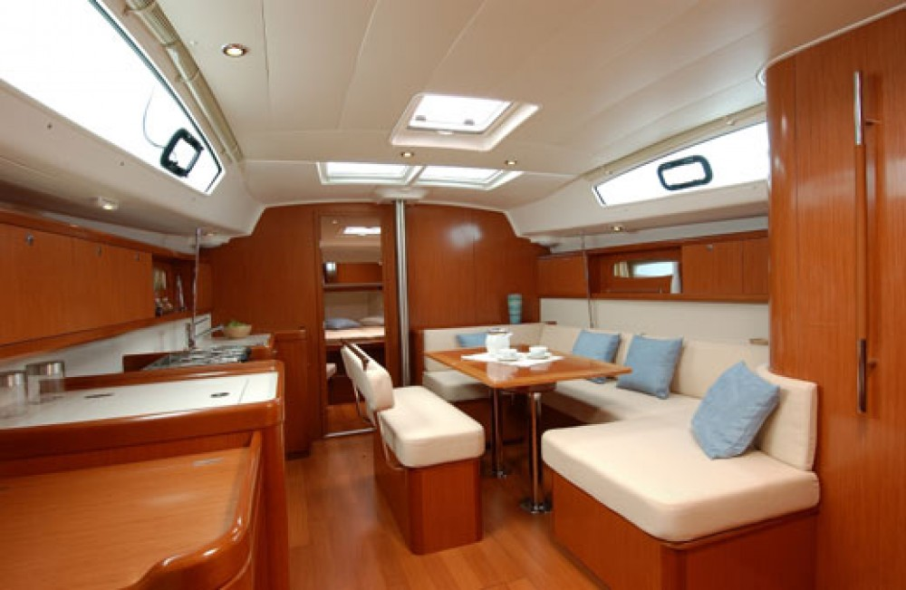 Bénéteau Oceanis 43 between personal and professional Naples