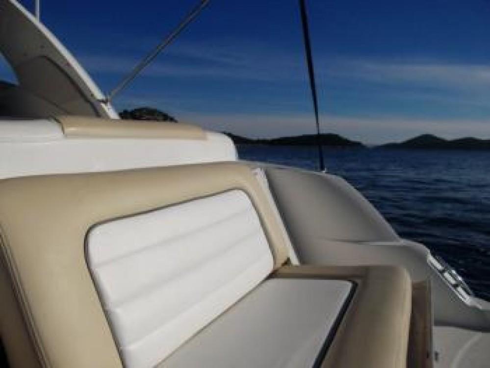 Sea-Ray-Boats Sea Ray 335 Sundancer between personal and professional Tribunj