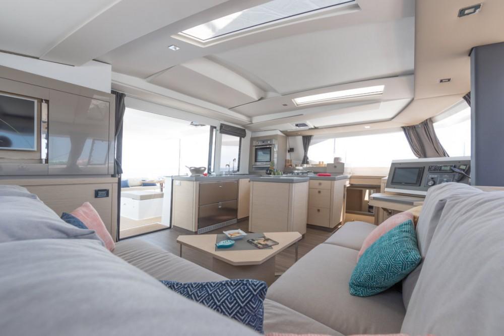 Rental yacht Toscana - Fountaine Pajot Fountaine Pajot Saona 47 - 5 cab. on SamBoat