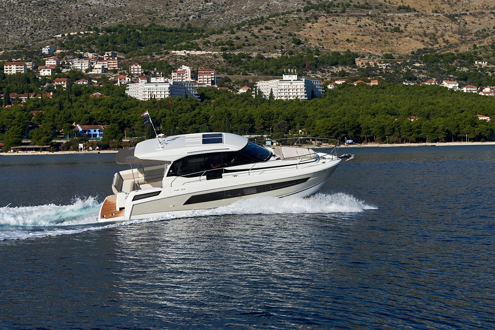 Jeanneau NC 33 between personal and professional Trogir