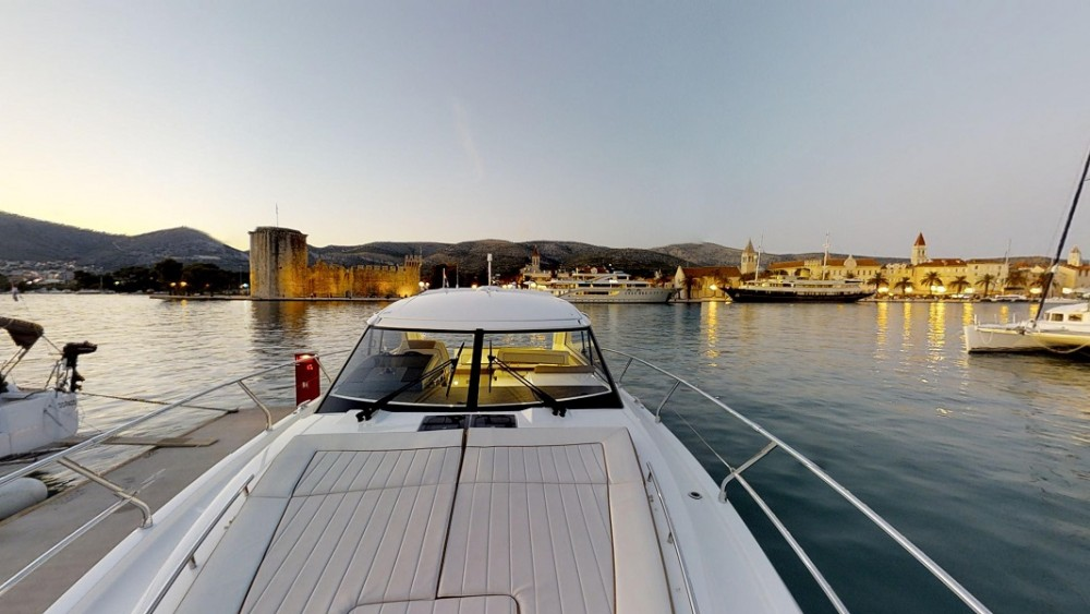 Rental Motorboat in Trogir - Jeanneau Leader 40