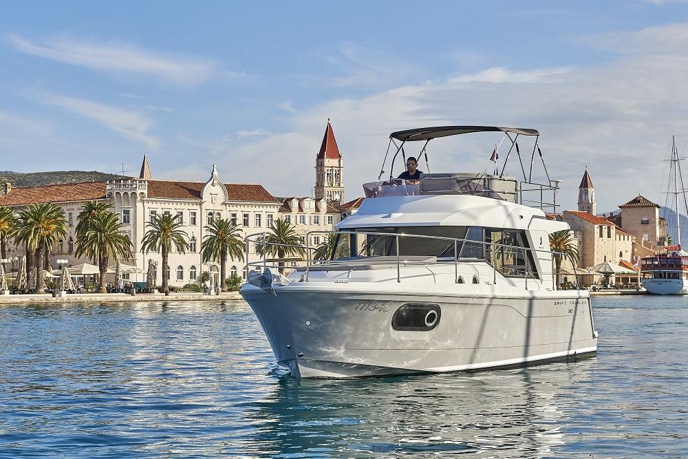 Rent a Bénéteau Swift Trawler 30