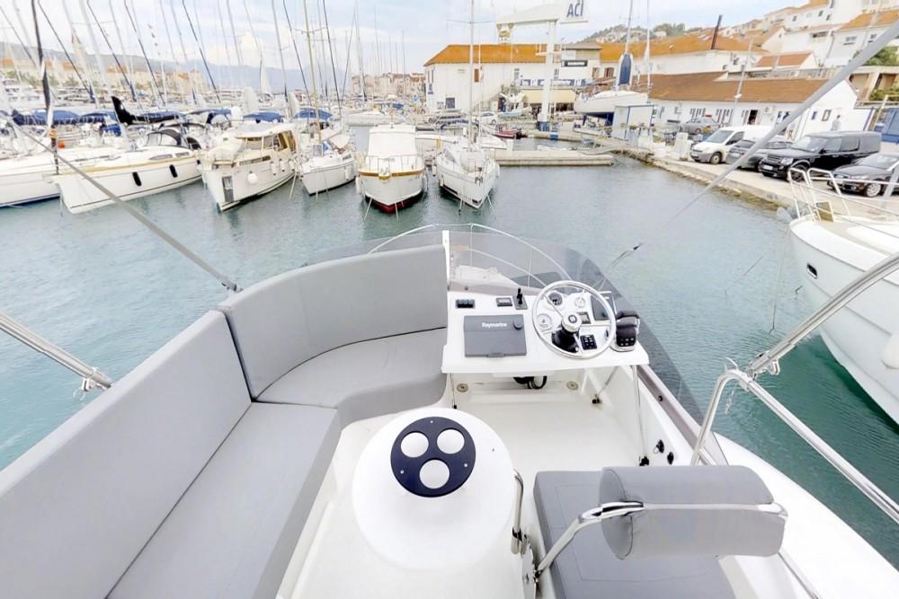 Rental Motor boat in  - Bénéteau Swift Trawler 30