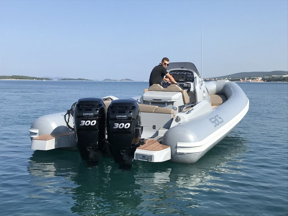 Rental Motor boat Sacs with a permit