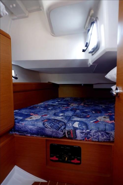 Rental Sailboat in Corfu - Jeanneau Sun Odyssey 439