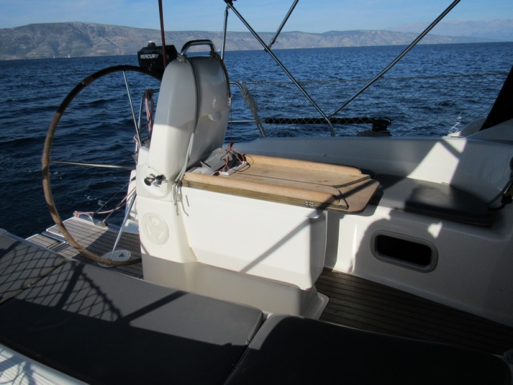 Boat rental Bavaria Bavaria 31 Cruiser in Split on Samboat