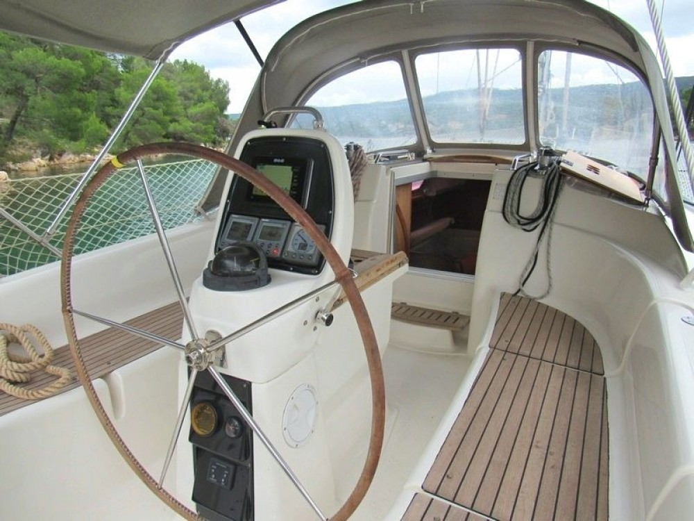Rental Sailboat in Split - Bavaria Bavaria 33 Cruiser